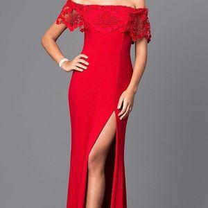 Red Faviana Prom Dress Never Worn Size 2